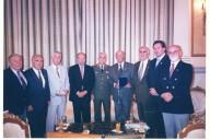 Ο Πρόεδρος της Δημοκρατίας κ.Κ. Στεφανόπουλος υποδέχεται στο Προεδρικό Μέγαρο τους Έφεδρους Αξιωματικούς. Διακρίνονται μεταξύ άλλων ο Πρόεδρος της ΑΠΟΕΑ Καθηγητής του Πανεπιστημίου Αθηνών κ. Γρ.Κωσταράς, ο Πρόεδρος του ΣΕΑΝ Αν.Αττικής κ. Θεόδωρος Μπριάνης, ο Γ.Γ. της ΑΠΟΕΑ κ. Ασλανίδης, ο Ειδ.Γ. κ. Χ. Καμίτσης, από τον ΣΕΑΝ Αθηνών ο κ. Αγραφιώτης, ο κ. Κιοσσές από τον ΣΕΑΝ Λάρισας.
