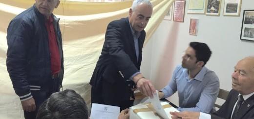 Ο νέος Πρόεδρος του ΣΕΑΝ Φθιώτιδας Θ. Παπαχρήστος ενώ ψηφίζει