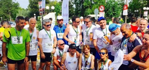 Αθλητές από τους Έφεδρους Αξιωματικούς και τους YMITTOS RUNNERS με τον Διοικητή της Σχολής Ευελπίδων Χαράλαμπο Λαλούση (με το πράσινο μπλουζάκι αριστερά)